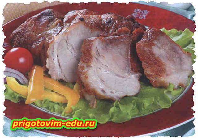 Свинина запеченная с чесноком и зеленью