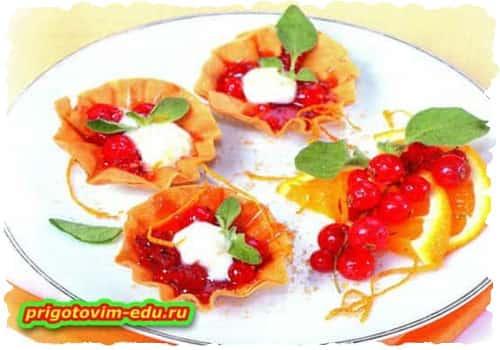 Десерт - Корзиночки с красной смородиной