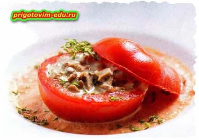 Помидоры фаршированных грибами в томатном соусе