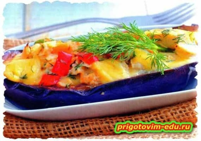Жареные баклажаны с рыбой и сыром