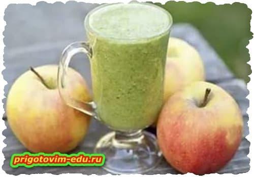 Зеленый смузи с яблоком