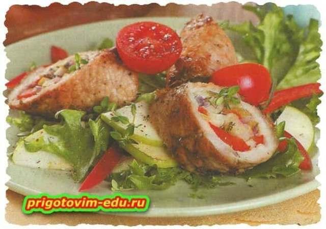 Рулет из свинины с овощами в духовке