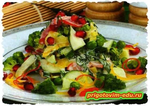 Салат из брокколи с помидорами
