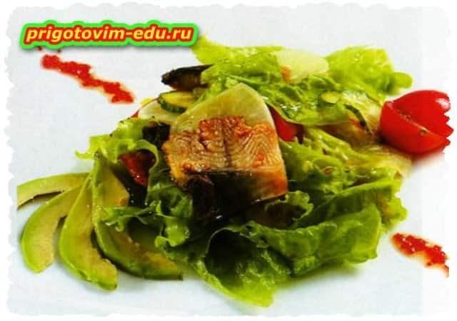 Салат с копчёным угрем