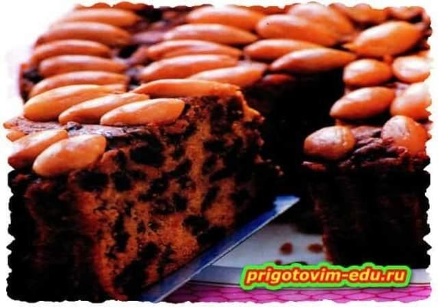 Шоколадный пирог с изюмом