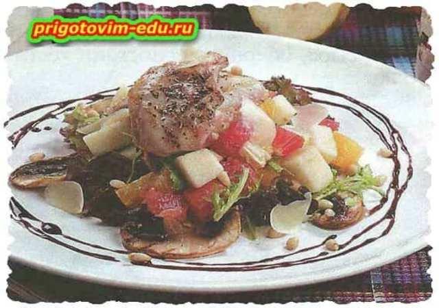 Грибной салат с мясом кролика и фруктами