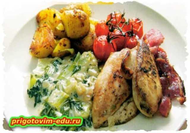 Курица запечённая с картофелем и помидорами