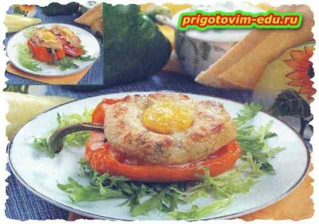 Перец, запеченный с яйцами и ветчиной