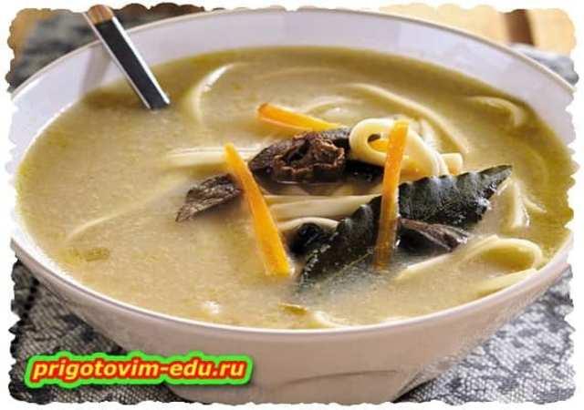 Суп с лапшой и грибами ( вегетарианский )