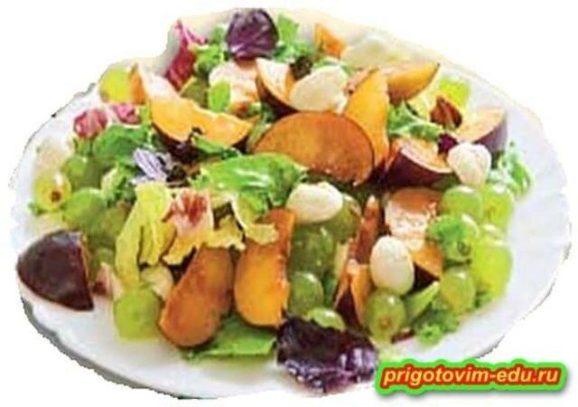 Салат из слив с моцареллой