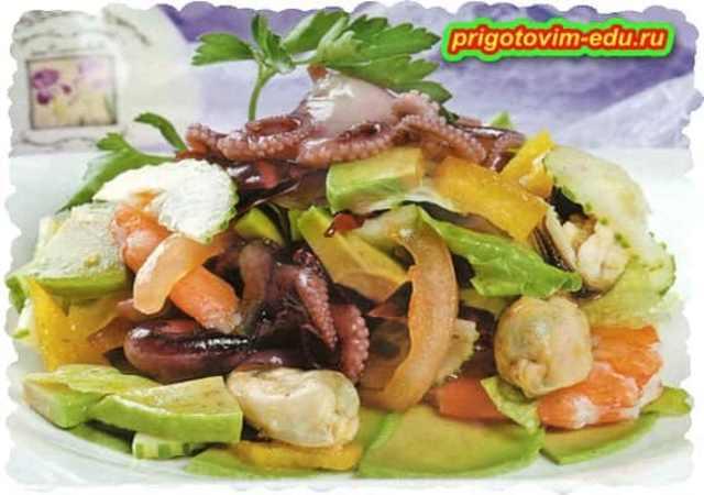 Салат с морепродуктами( кальмар, осьминог и мидии )