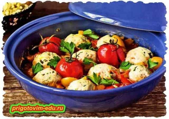 Куриные фрикадельки с помидорами