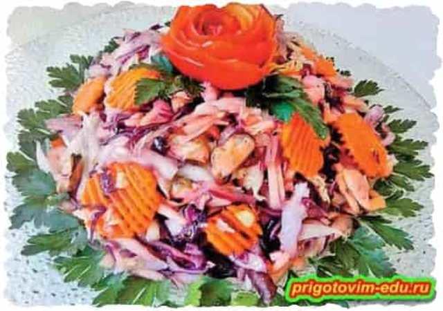 Салат с капустой и морским коктейлем