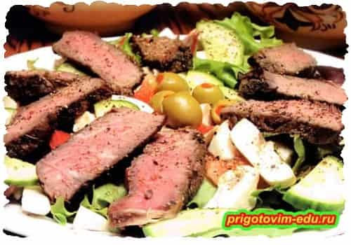 Салат из говядины, грибов и оливок