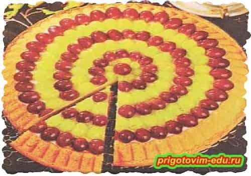 Виноградный пирог с творожным кремом