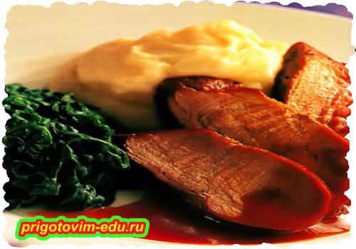 Свинина запеченная под кисло-сладким соусом