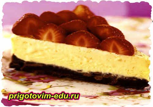 Двойной шоколадный торт с клубникой