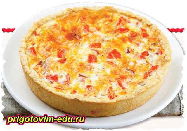 Пирог Киш с грудинкой и помидорами