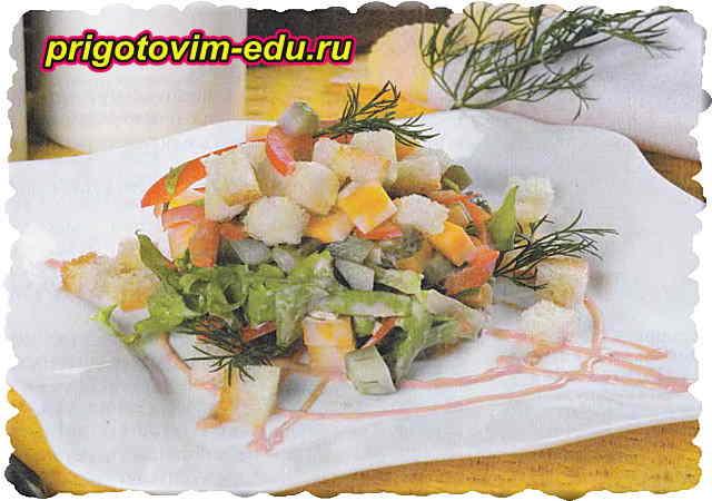 Салат с сыром, сладким перцем и кукурузой