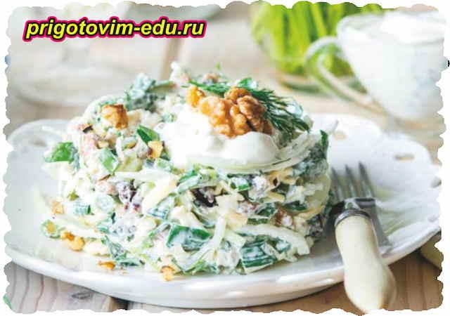 Салат из редиса и зеленого горошка