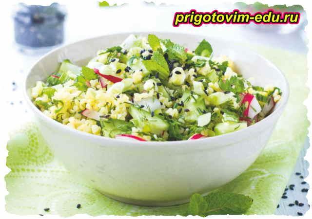 Салат из редиса, огурцов и булгура