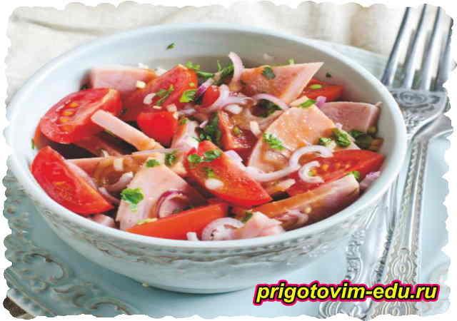 Салат из ветчины и помидор