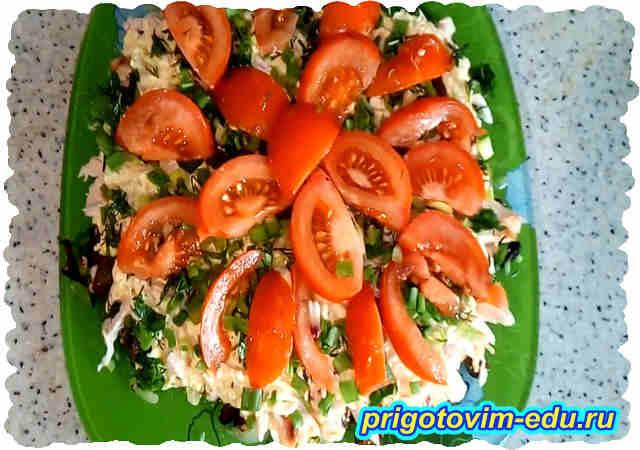 Салат из копченой курицы с грибами и сыром