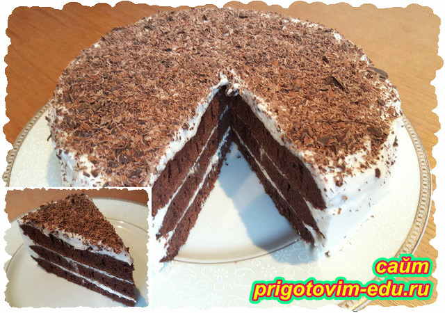 Шоколадный слоеный торт со сливочным кремом на сковороде