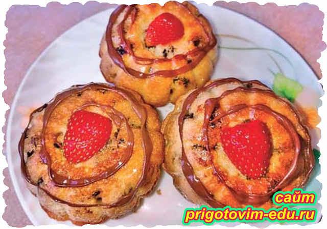 Маффины с изюмом и ягодами