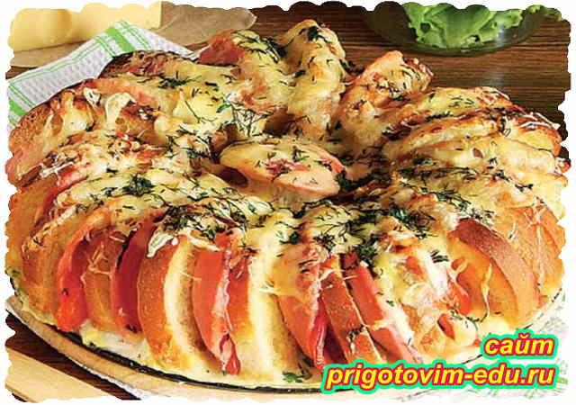 Пирог из батона с сыром и колбасой