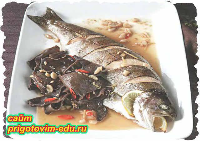 Рыба тушеная по-китайски с грибами муэр