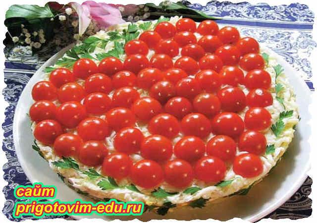 Слоеный салат со слабосоленой рыбой