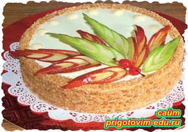 Яблочный слоеный торт со сливочным кремом