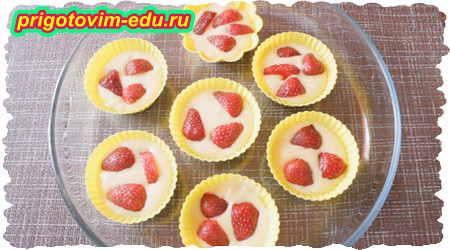 Как приготовить кексы на кефире с ягодами клубники 3