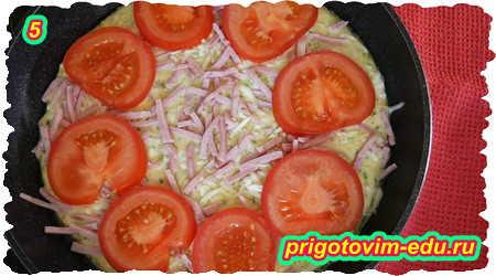 Как приготовить пиццу из кабачков с ветчиной и помидорами на сковороде 5