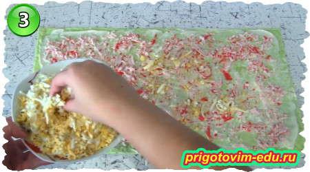 Как приготовить рулет из лаваша с крабовыми палочками, огурцом, сыром и яйцами