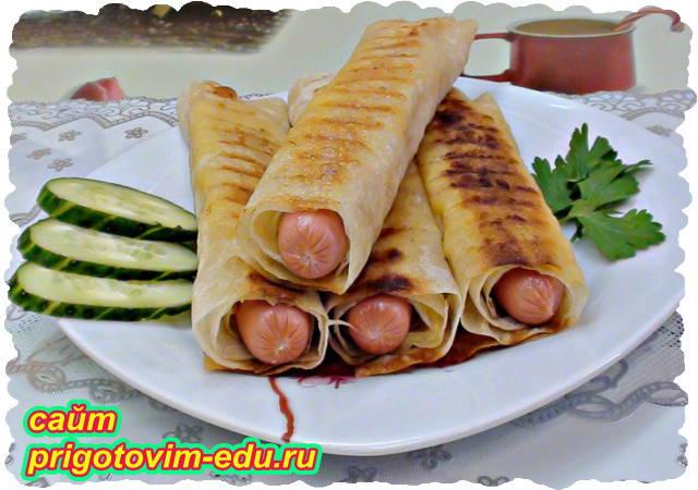 Быстрый завтрак из лаваша с сосисками и сыром