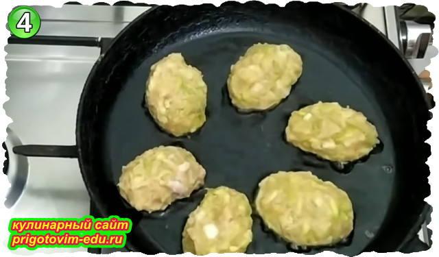 Как приготовить куриные котлеты с кабачками на сковороде