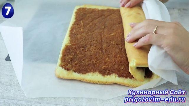 Как приготовить бисквитный рулет с яблоками 7