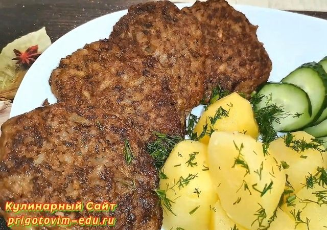 Оладьи из куриной печени с морковью и луком