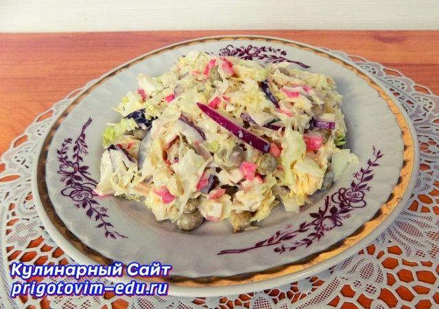 Салат из крабовых палочек с капустой. Видео рецепт