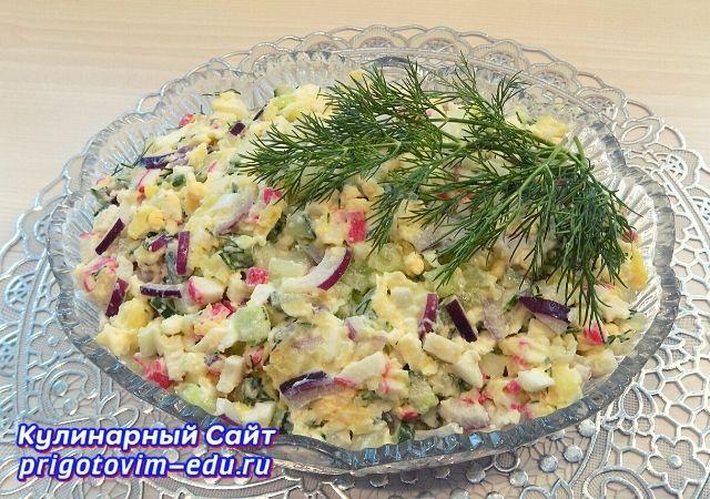 Салат из крабовых палочек с огурцом и сыром. Видео рецепт