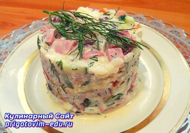 Салат с колбасой рисом и яйцами