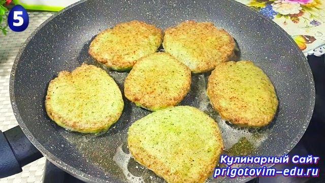 Как приготовить капустные котлеты из брокколи 5