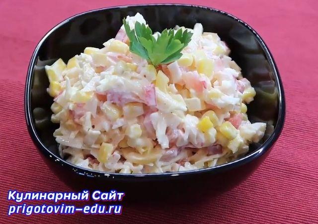 Салат из крабовых палочек с болгарским перцем и сыром