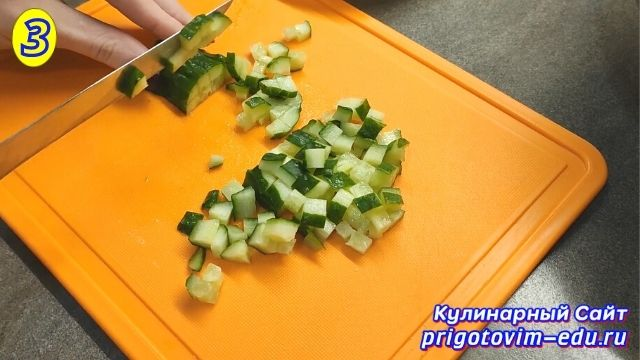 Как приготовить салат из крабовых палочек 3
