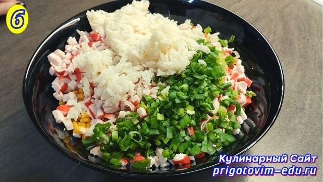 Как приготовить салат из крабовых палочек 6