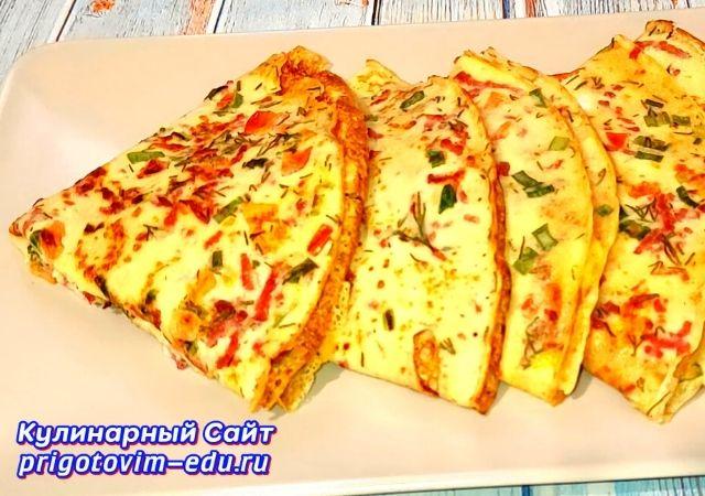 Яичный блинчики с колбасой на завтрак