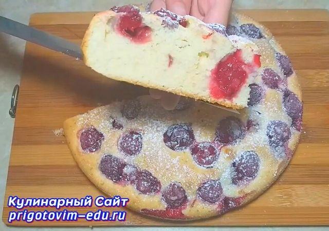Пышный пирог с вишней из теста на молоке