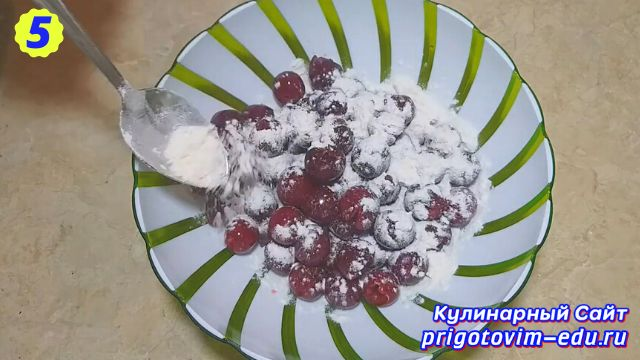 Рецепт пирога с вишней из теста на молоке 5